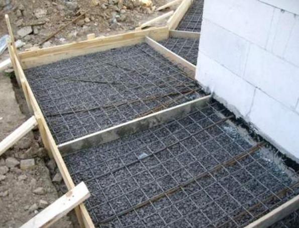 Делаем бетонную дорожку в саду самостоятельно