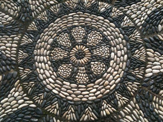 Мозаика из камня в бетоне