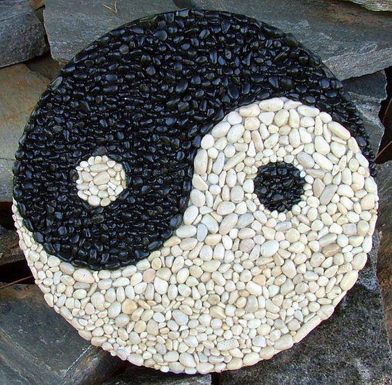 Плитка с мозаикой из камней