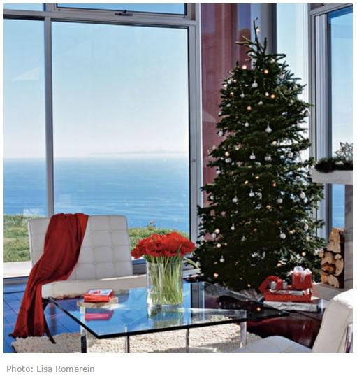 Новогодняя елка у моря