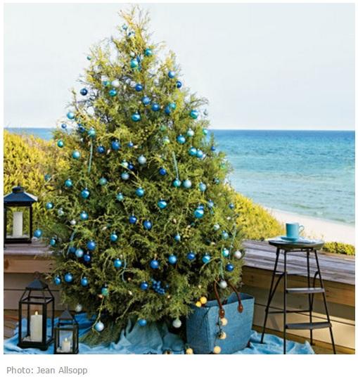 Новогодняя елка цвета моря