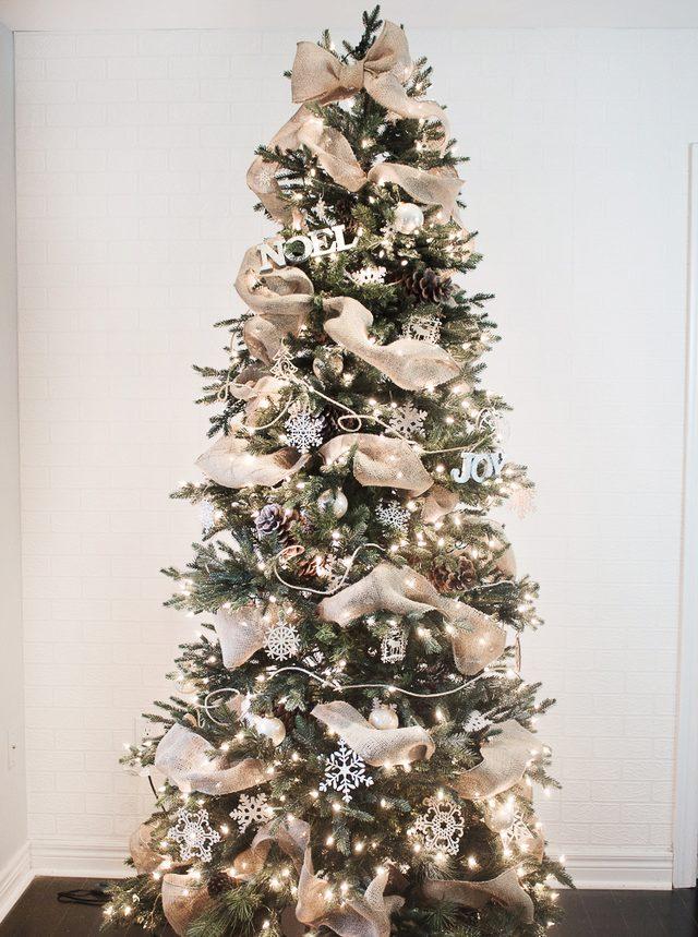 Шаг 21: наслаждайтесь волшебным сиянием украшенной елки