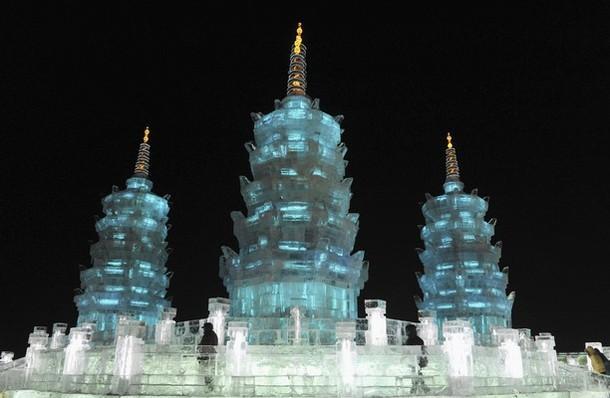 Харбин. Ледовый фестиваль. Пагода изо льда